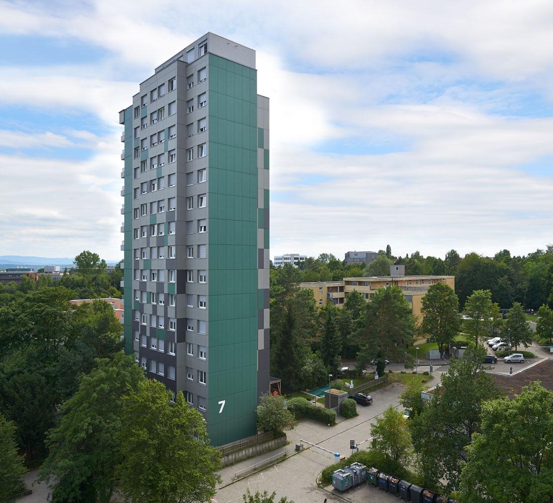 Komplettsanierung der gesamten Wohnheime mit Möblierung und Küchen, sowie energetische Fassadensanierung