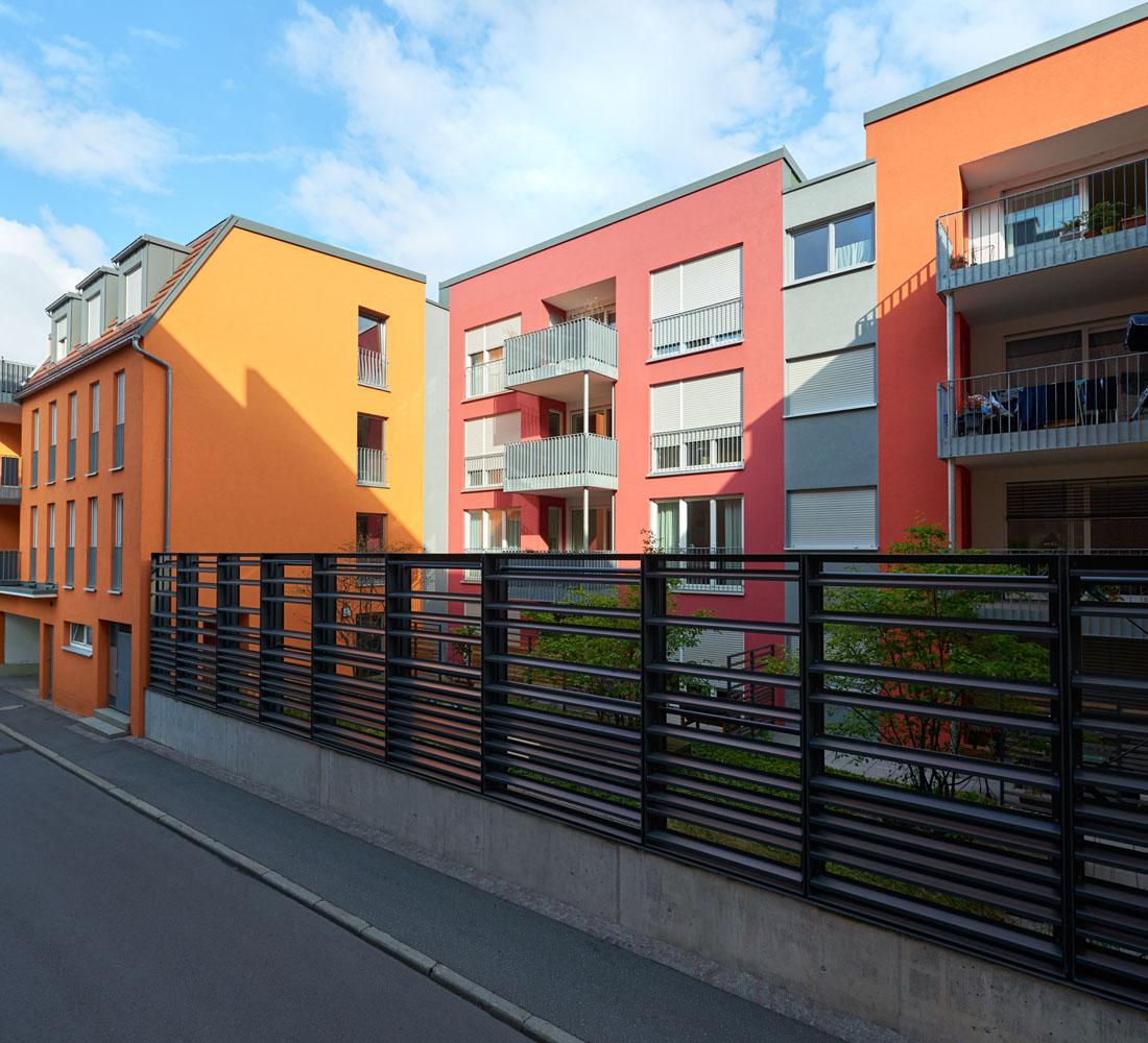 Wohnbebauung am Gartentor. Im Bereich der Altstadt nähe Gartentor Erstellung von 3 Wohngebäuden. Integration eines unter Denkmalschutz stehenden Gewölbekellers und eines bestehenden Wohngebäudes, Unterbauung einer Straße mit Tiefgarage.