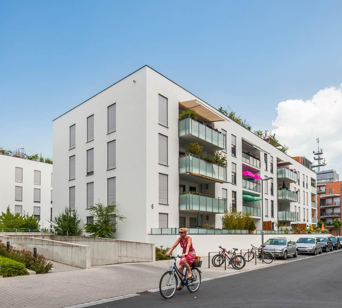 Wohngebäude in Petershausen Konstanz an Bahngleis gelegen. 67 WE