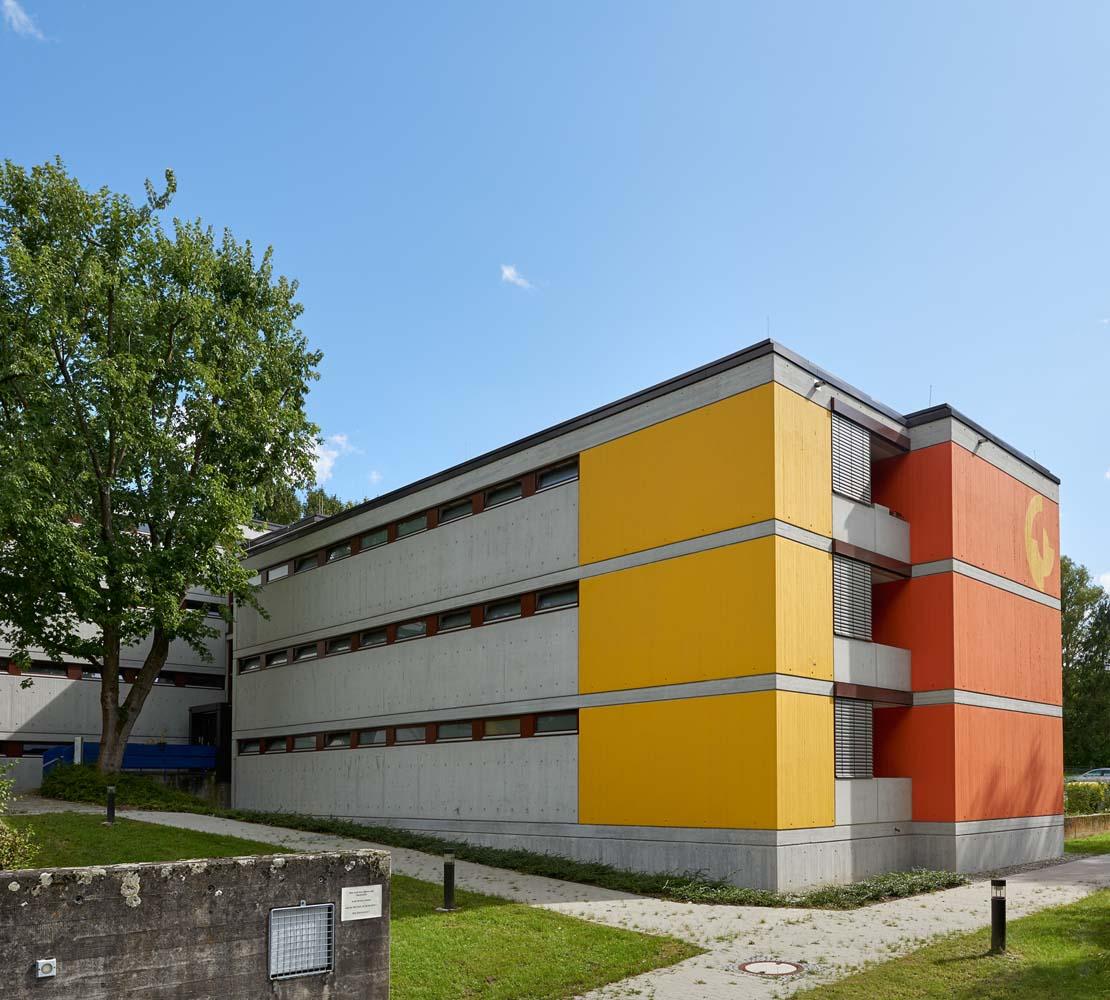 Johannes-Wagner-Schule BA II, Kindergarten, Hauptschule, Realschule, Schwerbehindertenschule, Schwimmbad, Internatsgebäude, Grundinstandsetzung und Brandschutzsanierung mit Betonsanierung