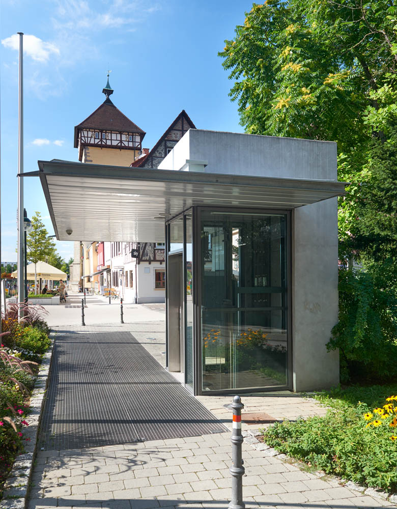 Aufzug Tübinger Tor, behindertengerechter Aufzug, Gründung im anstehenden Grundwasser, wasserdichte Anschlüsse an bestehendes Gebäude