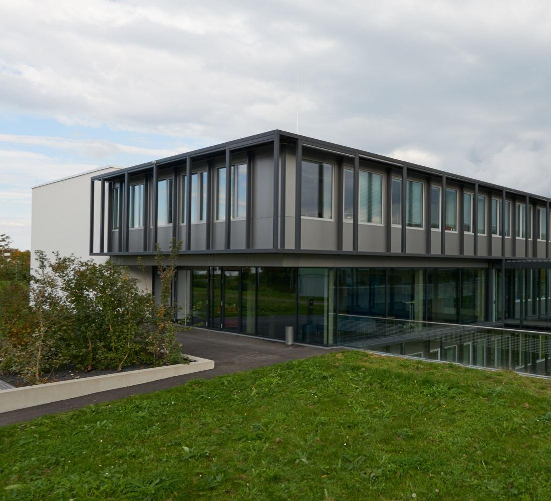 - Ausführung der Bauleitung (für Reiner Becker Architekten, Berlin) für einen Neubaueines Institutsgebäude für den Fachbereich Projektmanagement auf dem Hochschulgelände Reutlingen